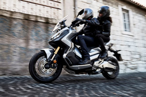 82682 17YM X ADV 300x200 - Automatic motorcycle types explained