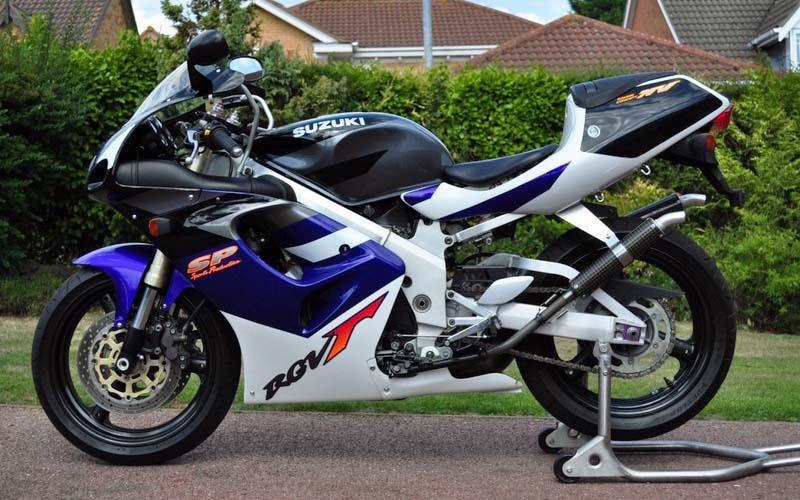 Q69 suzuki motorbike - Japanese Motorcycle Quiz
