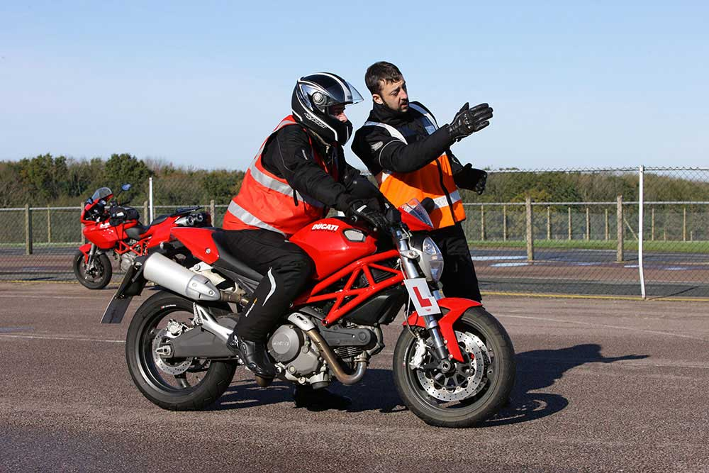 2J9C0180 - How much does it cost to get a motorcycle licence?