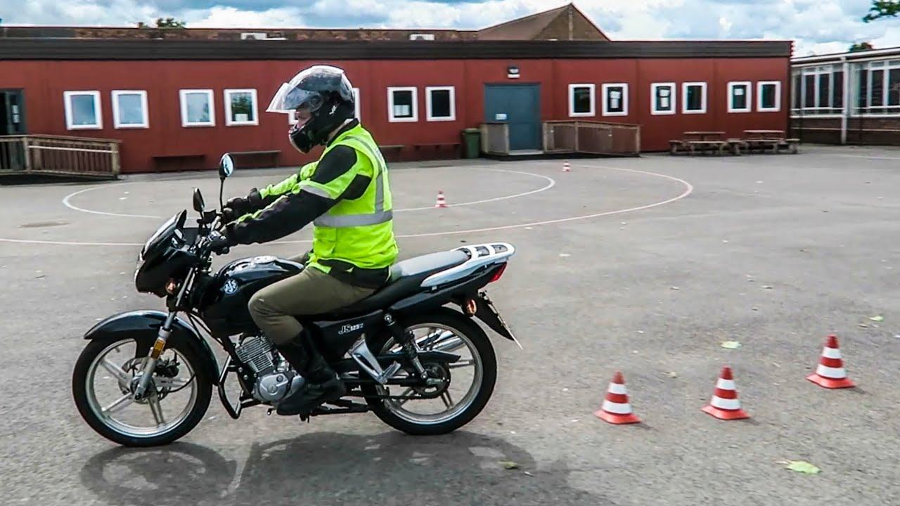 what age can you drive a moped in uk