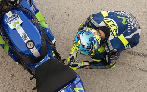 best motogp books valentino rossi 488x305 - The 10 Best MotoGP books