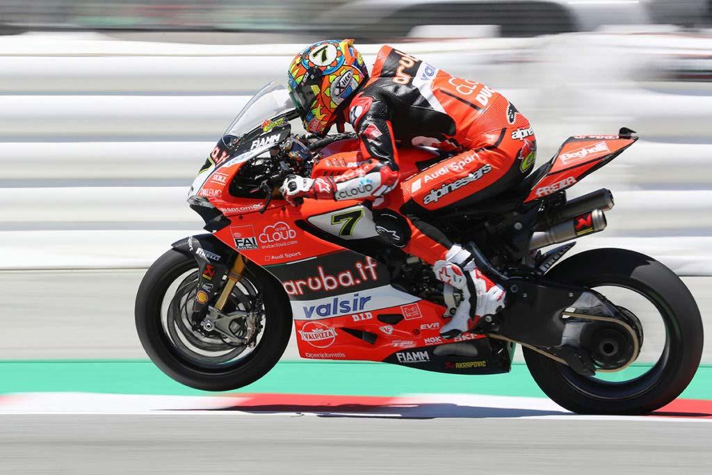 best motorcycle helmet chaz davies uk 1024x683 - The Best Motorcycle Helmets