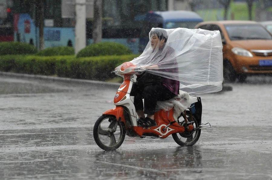 motorcycle riding in rain - The Best Waterproof Motorcycle Tops