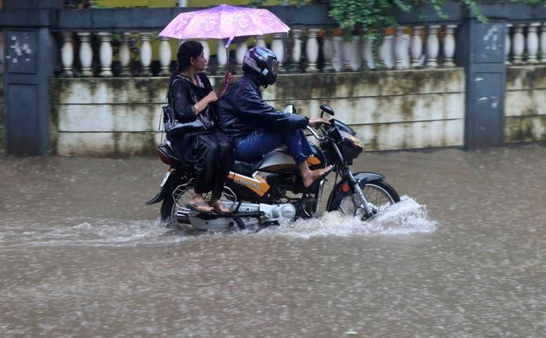 motorcycle riding rain - The Best Waterproof Motorcycle Trousers