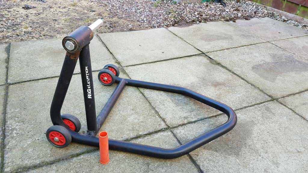 best single sided paddock stand 1024x576 - The Best Paddock Stands
