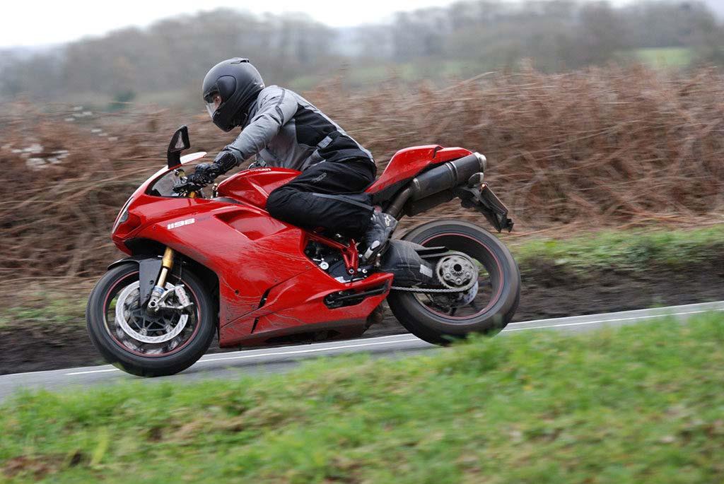 best waterproof motorbike gloves 1024x685 - The Best Waterproof Motorcycle Gloves